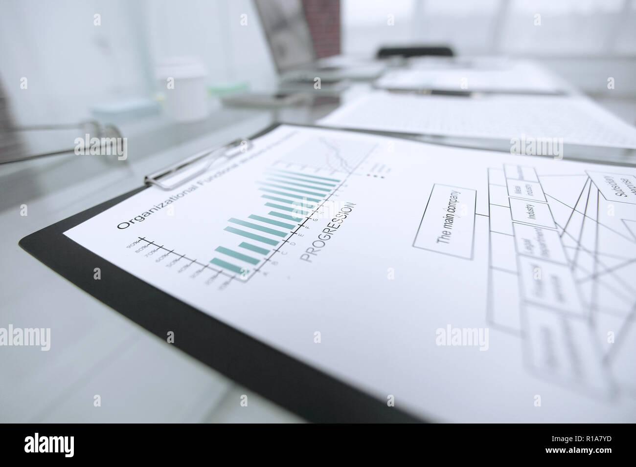 Tavolo Di Ufficio : Grafico finanziario circa la relazione sul tavolo di vetro in