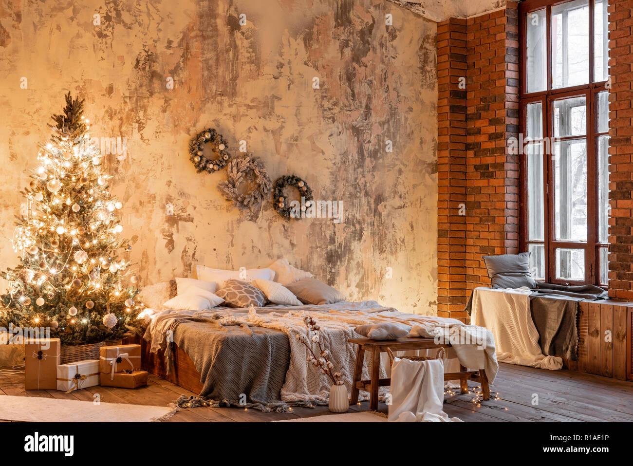 Dimensioni Finestre Camera Da Letto appartamenti loft, muro di mattoni e con albero di natale