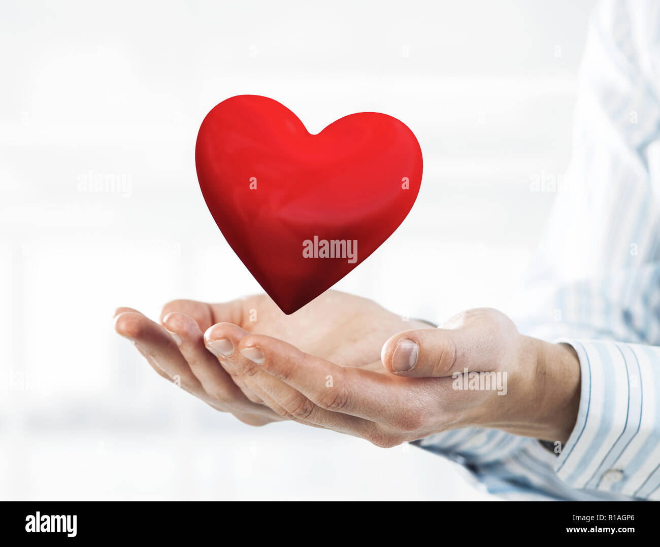 Concetto Di Amore E Passione Con Cuore Rosso Nelle Mani Di Sesso