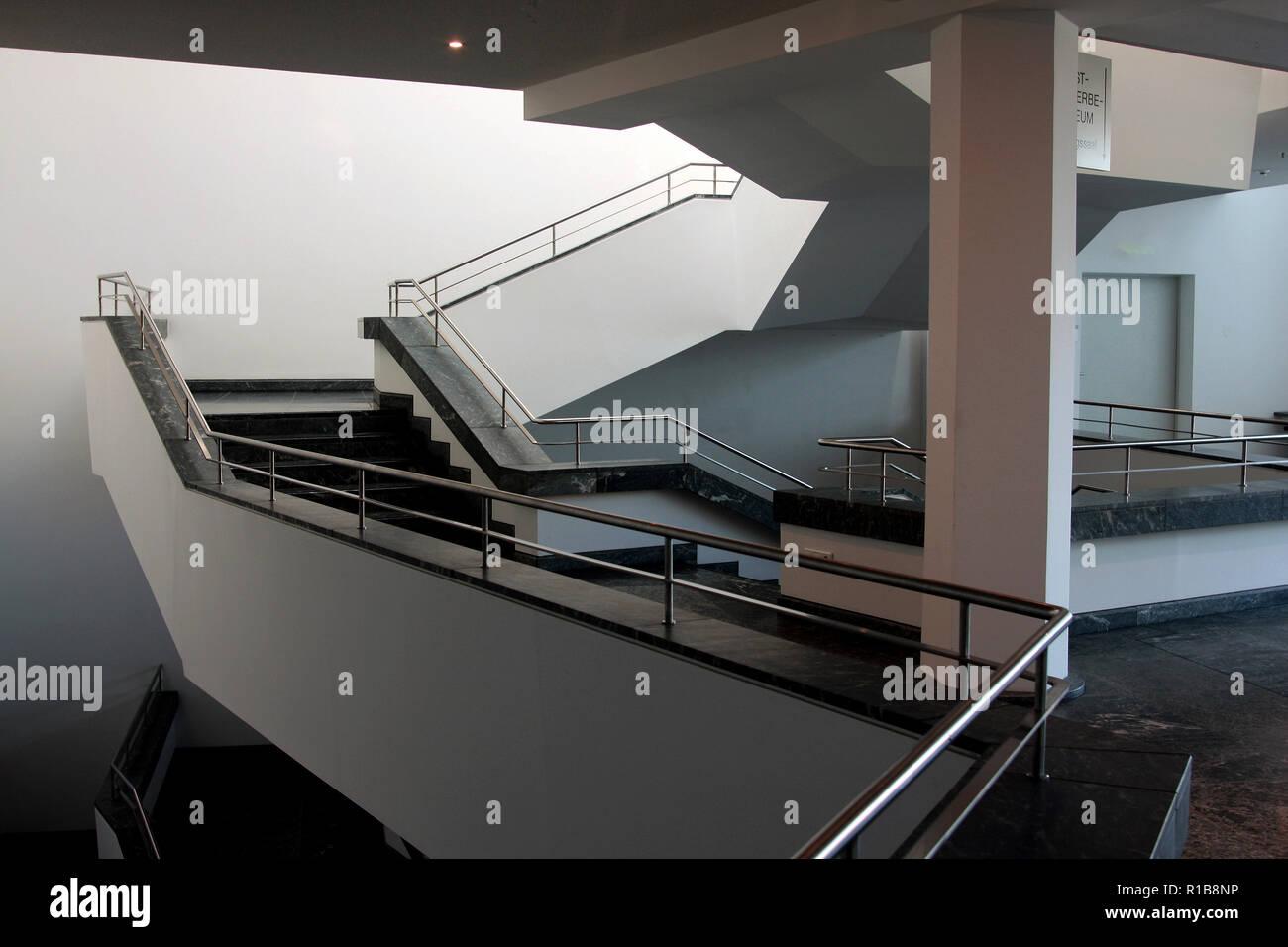 Un esempio di Nizza linee pulite e una tavolozza colori neutri per esteticamente si prega l'occhio in questa interiore di un moderno edificio di uffici a Berlino, in Germania . Immagini Stock