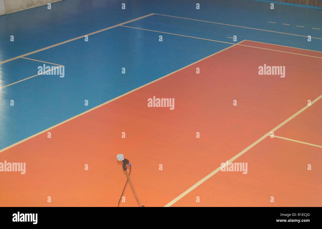 Vuoto sport training room con i contrassegni sul pavimento per le competizioni Immagini Stock