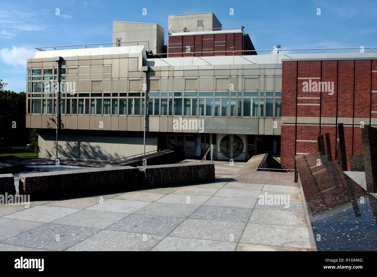 Questo edificio è il Kunstgewerbemuseum nel Kulturforum zona di Berlino. Tradotto significa - Il Museo di Arti Decorative e fa parte di una delle arti e della cultura complessa in Berlino, Germania. Immagini Stock