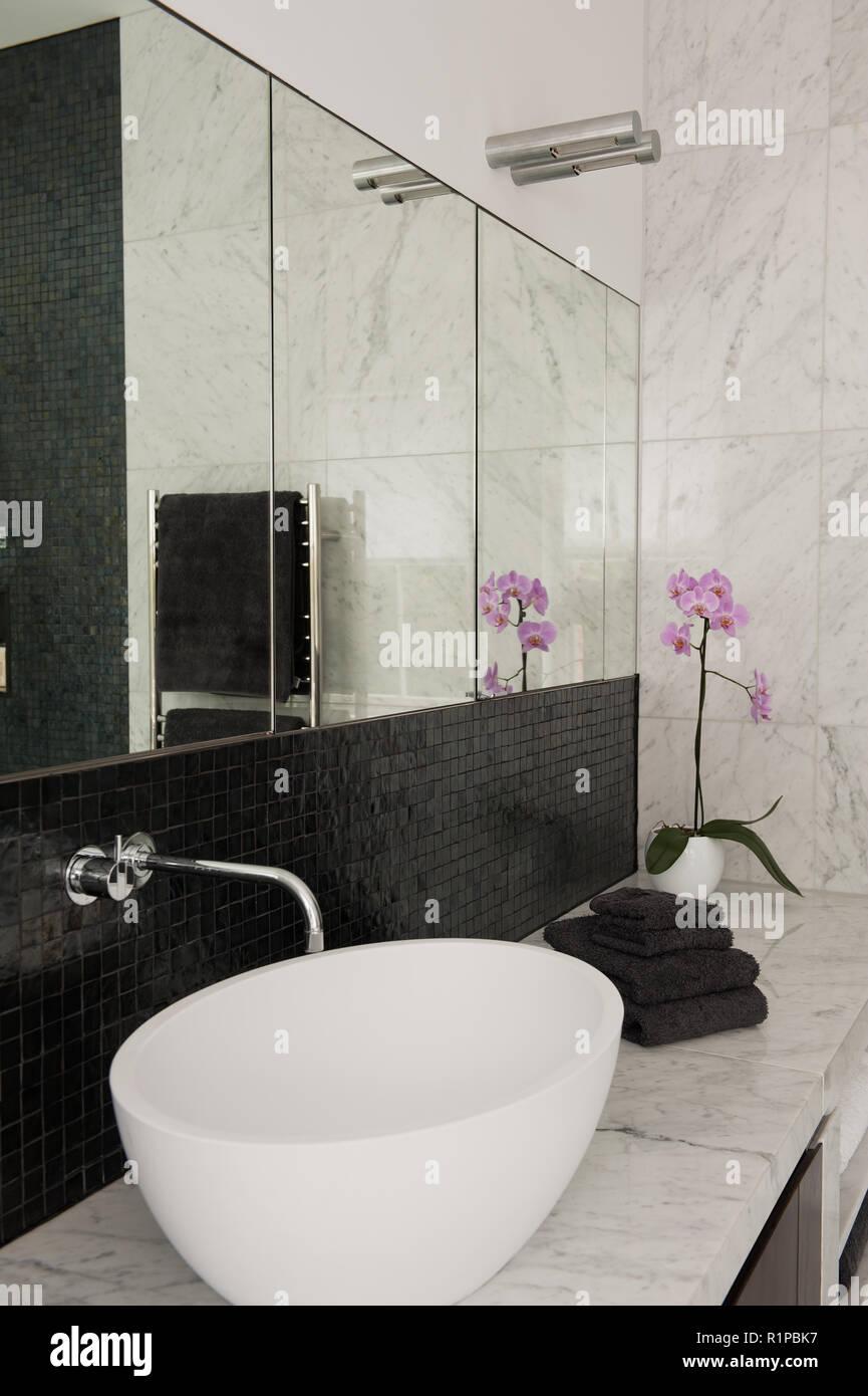 Bagno Moderno Bianco E Nero.Lavandino In Moderno Bagno In Bianco E Nero Foto Immagine Stock