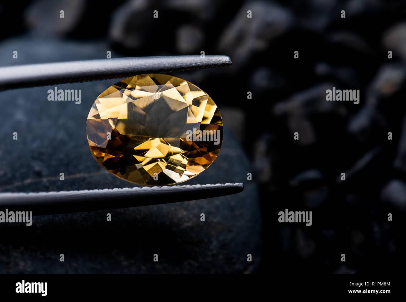 Quarzo fumè pietre preziose gioielli tagliare una foto con
