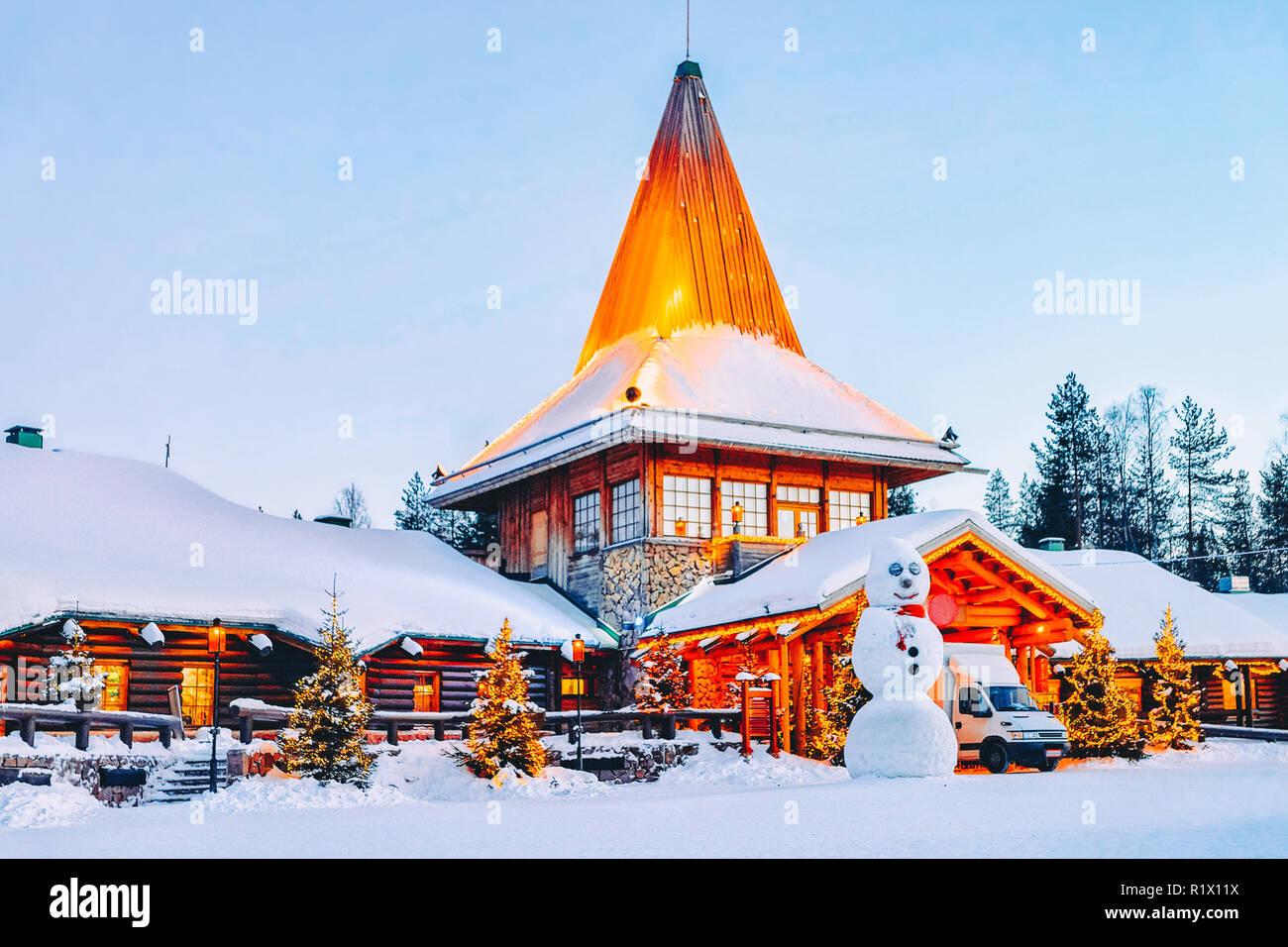 Villaggio Di Babbo Natale In Lapponia.Pupazzo Di Neve A Santa Ufficio Nel Villaggio Di Babbo