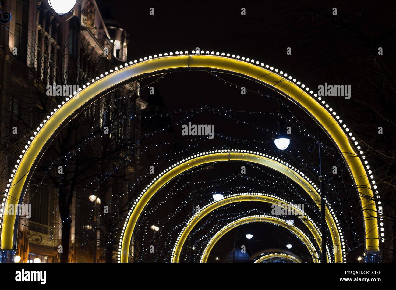 Illuminazione notturna per vacanze di natale nella notte città di