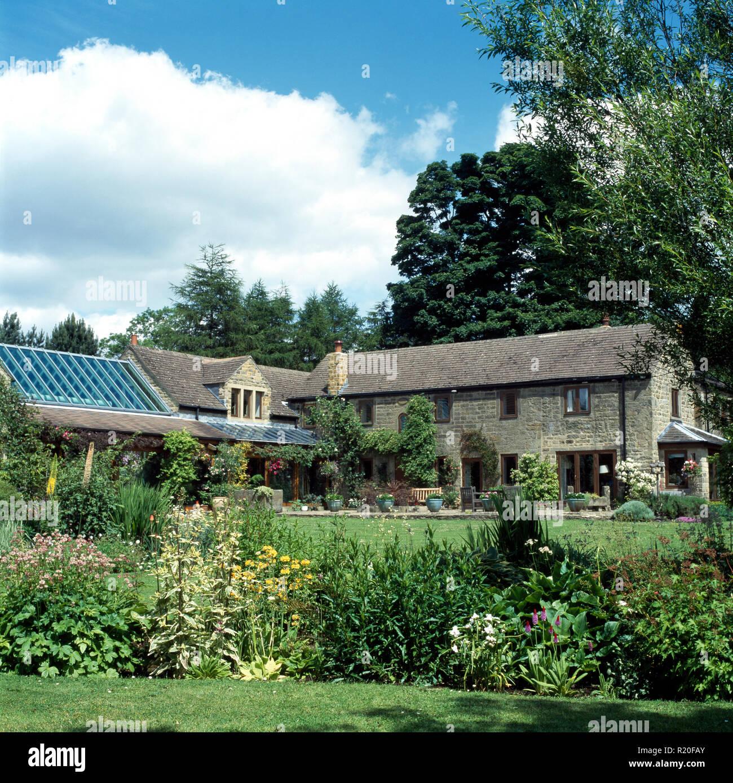 Esterno Casa Di Campagna esterno della l di pietra a forma di casa di campagna con