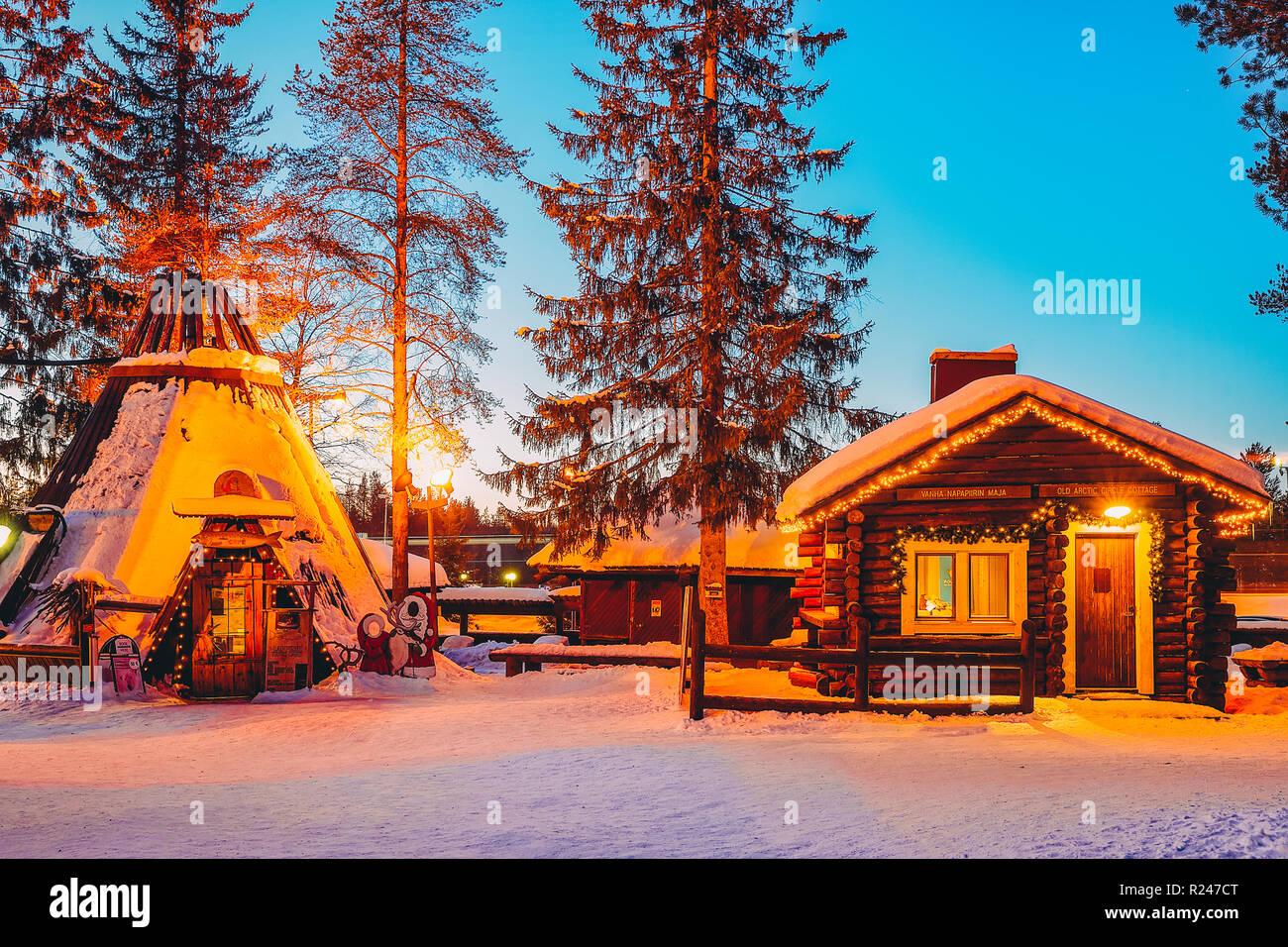 Rovaniemi Finlandia Villaggio Di Babbo Natale.Rovaniemi Finlandia 5 Marzo 2017 Case Tradizionali Al Villaggio Di Babbo Natale A Rovaniemi In Lapponia In Finlandia Foto Stock Alamy