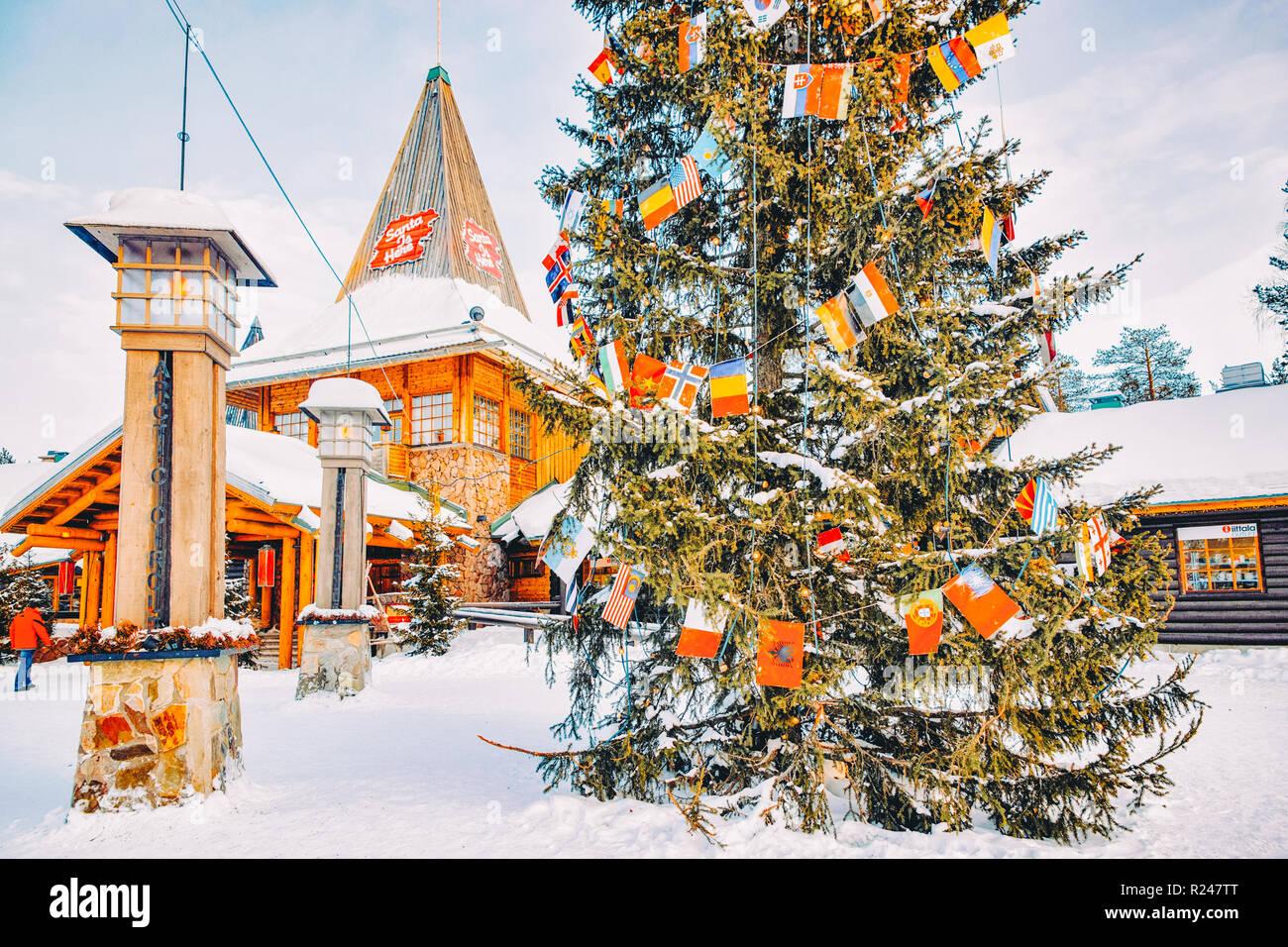 Rovaniemi Lapponia Babbo Natale.Rovaniemi Finlandia 5 Marzo 2017 Persone Nel Villaggio