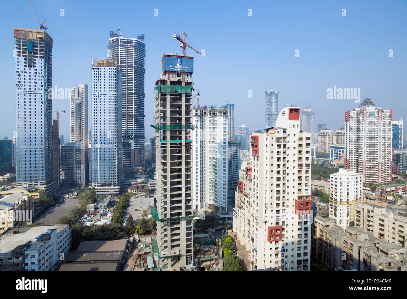 Skyline della città di uffici moderni e gli edifici residenziali, Mumbai, Maharashtra, India, Asia Immagini Stock