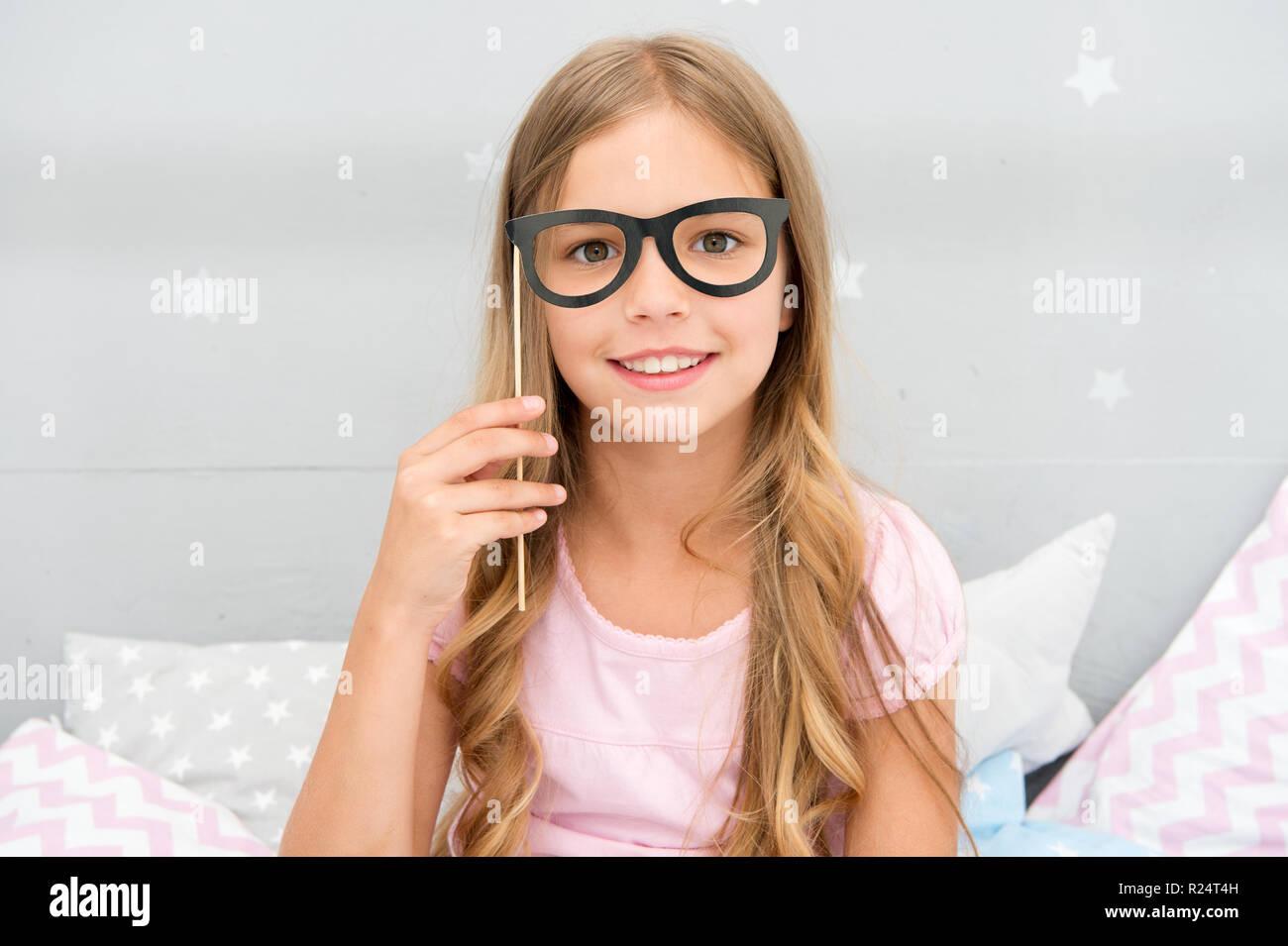 vasta selezione di f9453 79385 Pigiama Party concetto. Ragazza occhiali in pigiama party ...