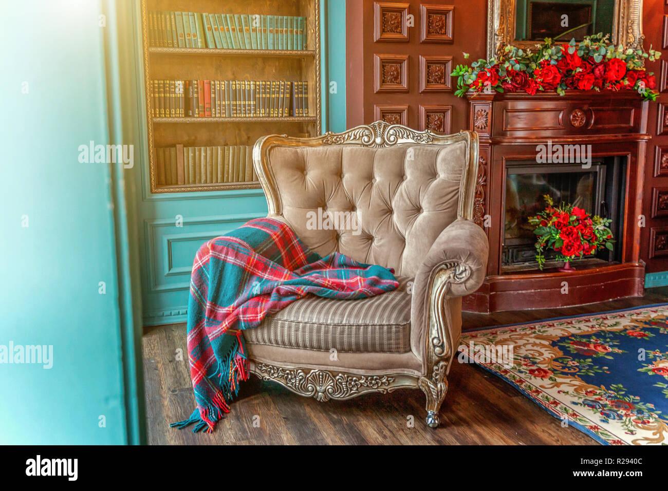 Divano Letto E Poltrona.Luxury Classic Interno Della Libreria Di Casa Salotto Con