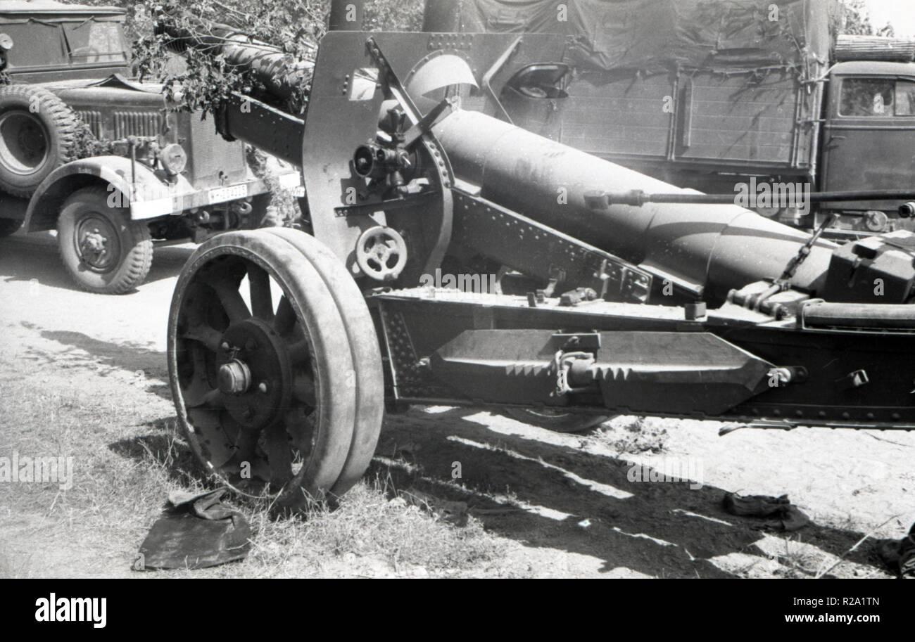 Wehrmacht Heer Schwere Feldkanone 390 12,2 cm / 122 mm - Esercito Tedesco pesante cannone di campo 390 12.2 cm / 122mm Immagini Stock