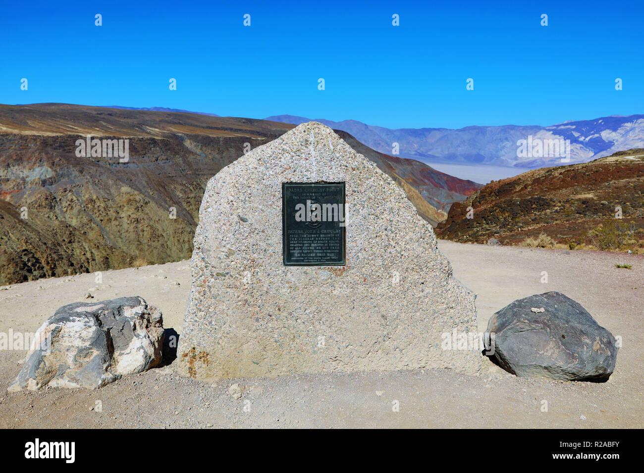 La memoria di padre John J Crowley a Padre Crowley punto, il Parco Nazionale della Valle della Morte, California, Stati Uniti d'America Immagini Stock