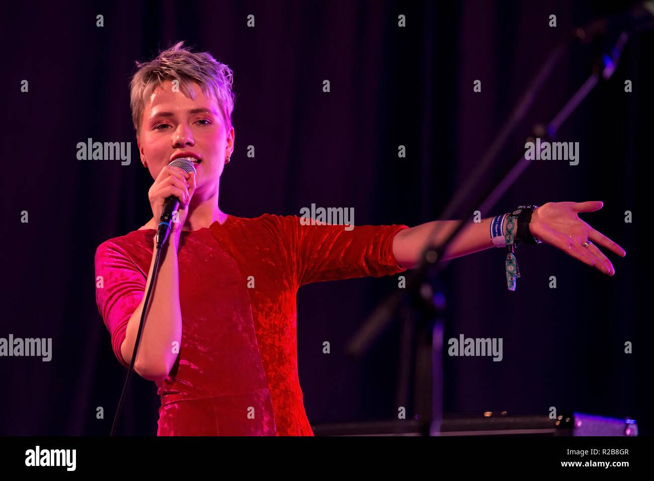 Barcellona - Jun 15: rosa decisivo (BAND) eseguire in un concerto al Sonar Festival il 15 giugno 2018 a Barcellona, Spagna. Immagini Stock