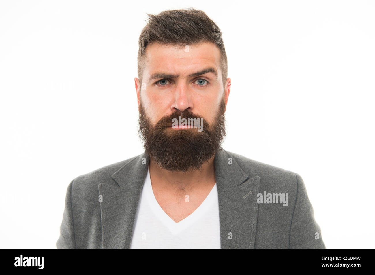 Barbuto e fiducioso. Hipster aspetto. Barba moda e barbiere concetto. Uomo  Barbuto hipster c5b1f7d4498f