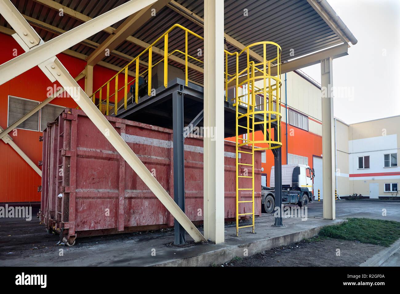 A rifiuti di moderno impianto di riciclaggio il processo di