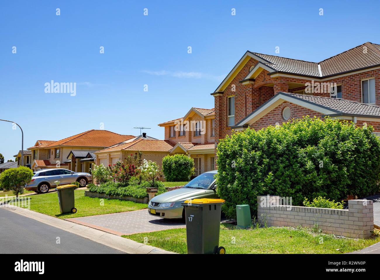 Case Tipiche Australiane : Strada di tipiche case australiano e giardini parklea sobborgo di