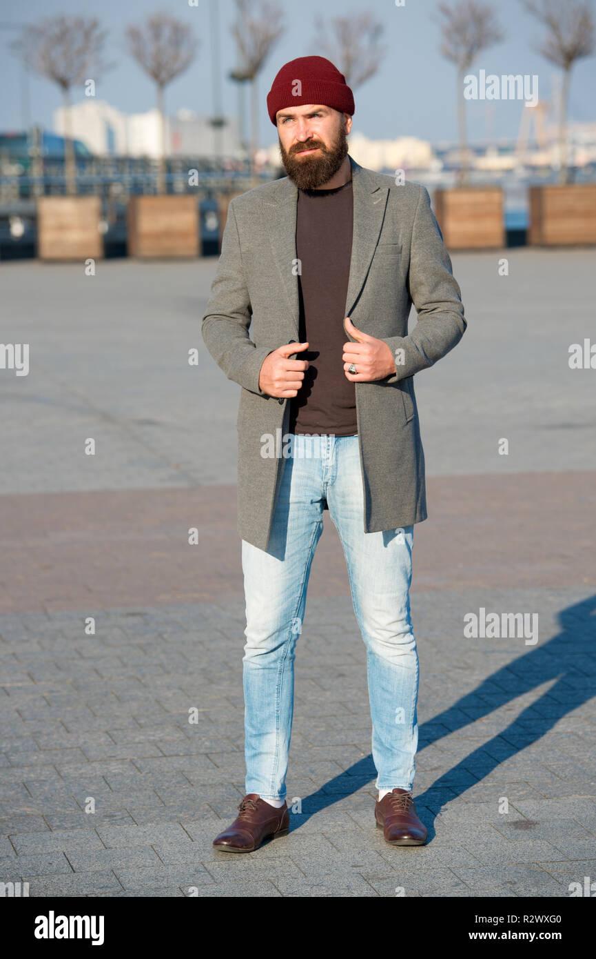 d640e9feb159 Elegante Abito casual per autunno e inverno. Abbigliamento uomo maschio ed  un concetto di moda.