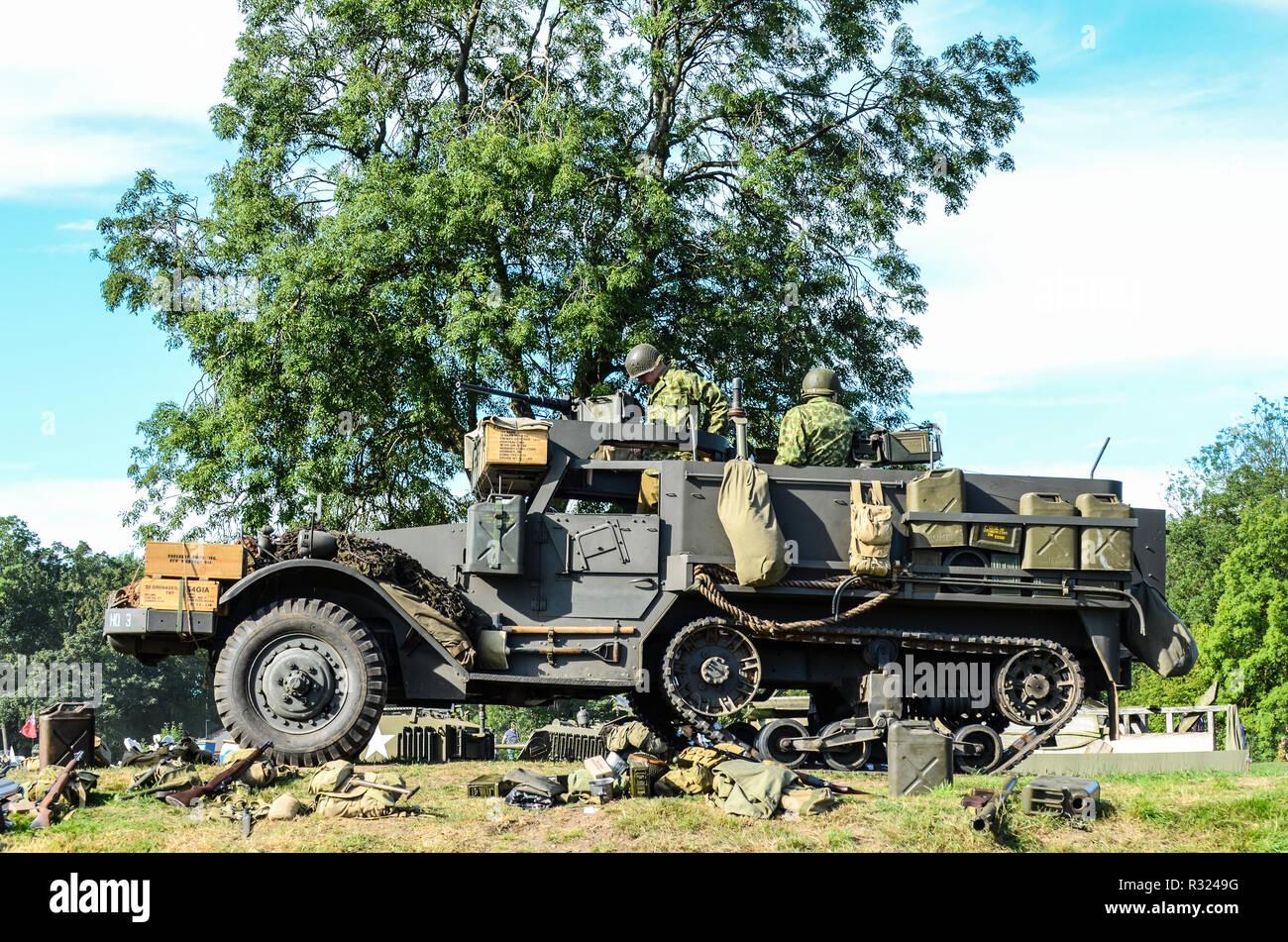 Seconda Guerra Mondiale US Army Ricreazione Con M3 A Mezza Via Ufficialmente Noto Come Il Vettore Personale Armored Trasporto Di