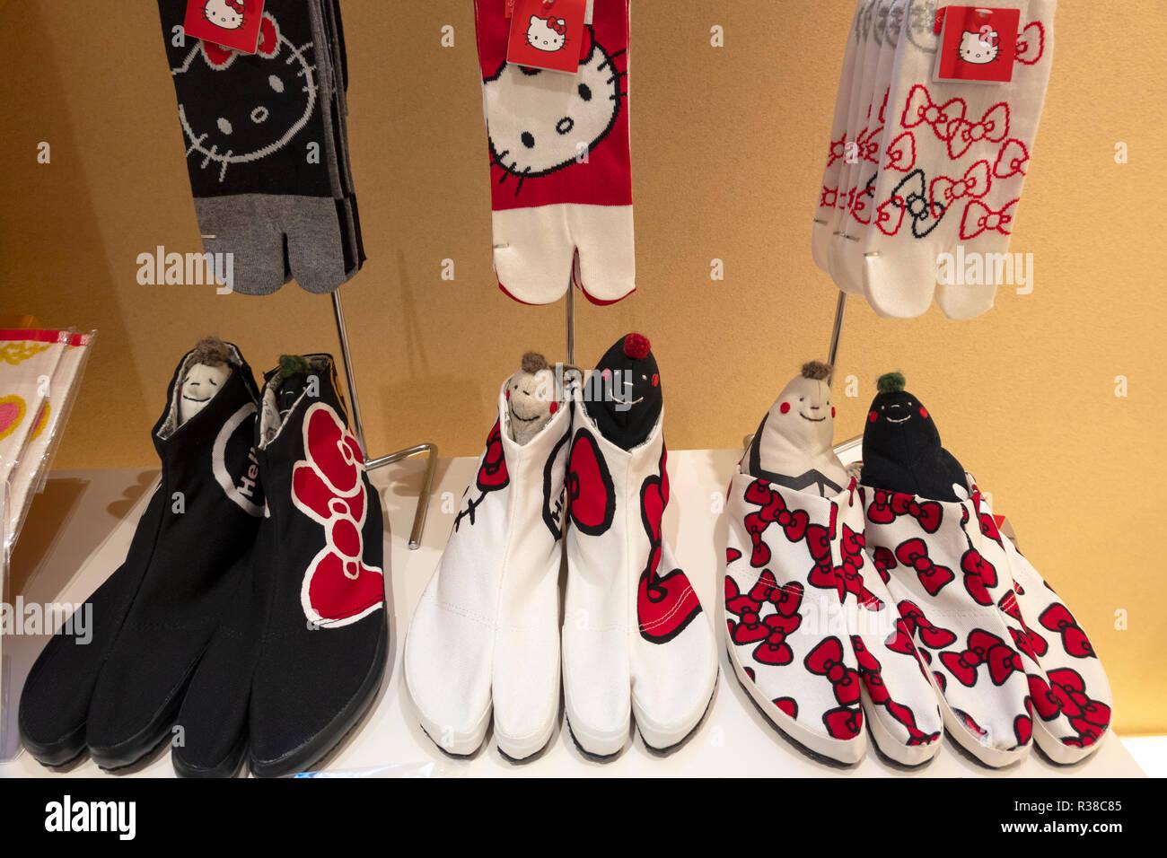 nuovi prodotti caldi presa all'ingrosso nuovo aspetto Moderna dei Tabi Jika split toe scarpe e calze da Sou Sou ...
