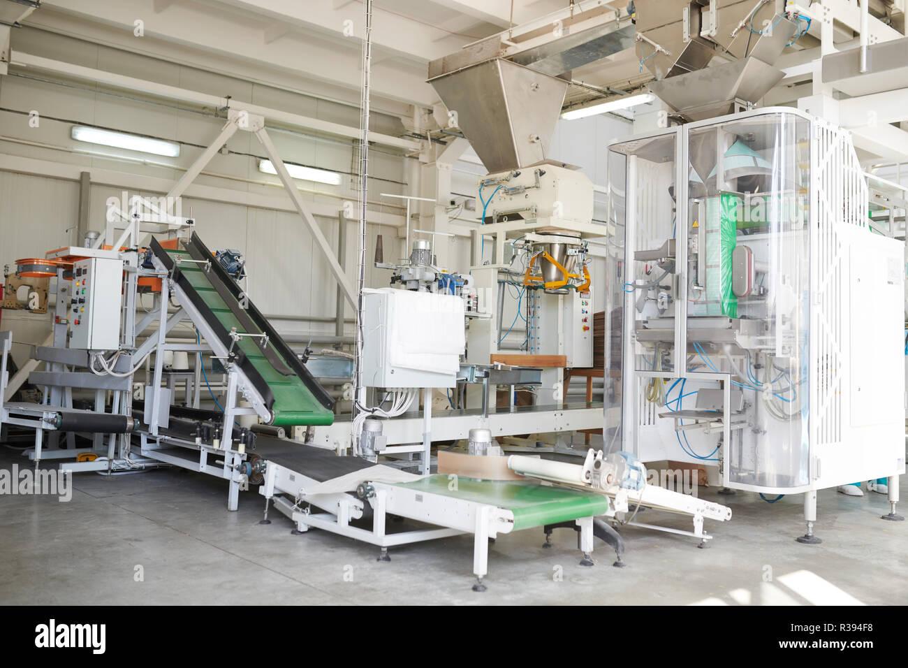 Unità di imballaggio presso stabilimento alimentare Foto Stock