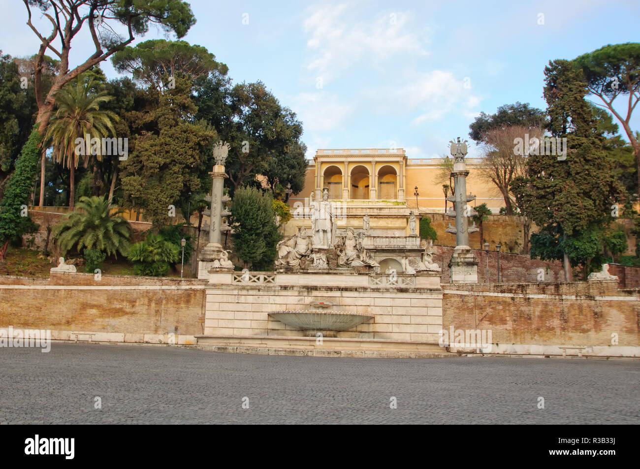 Piazza del Popolo con la Fontana della Dea Roma (Fontana della Dea Roma), Roma, Italia Immagini Stock
