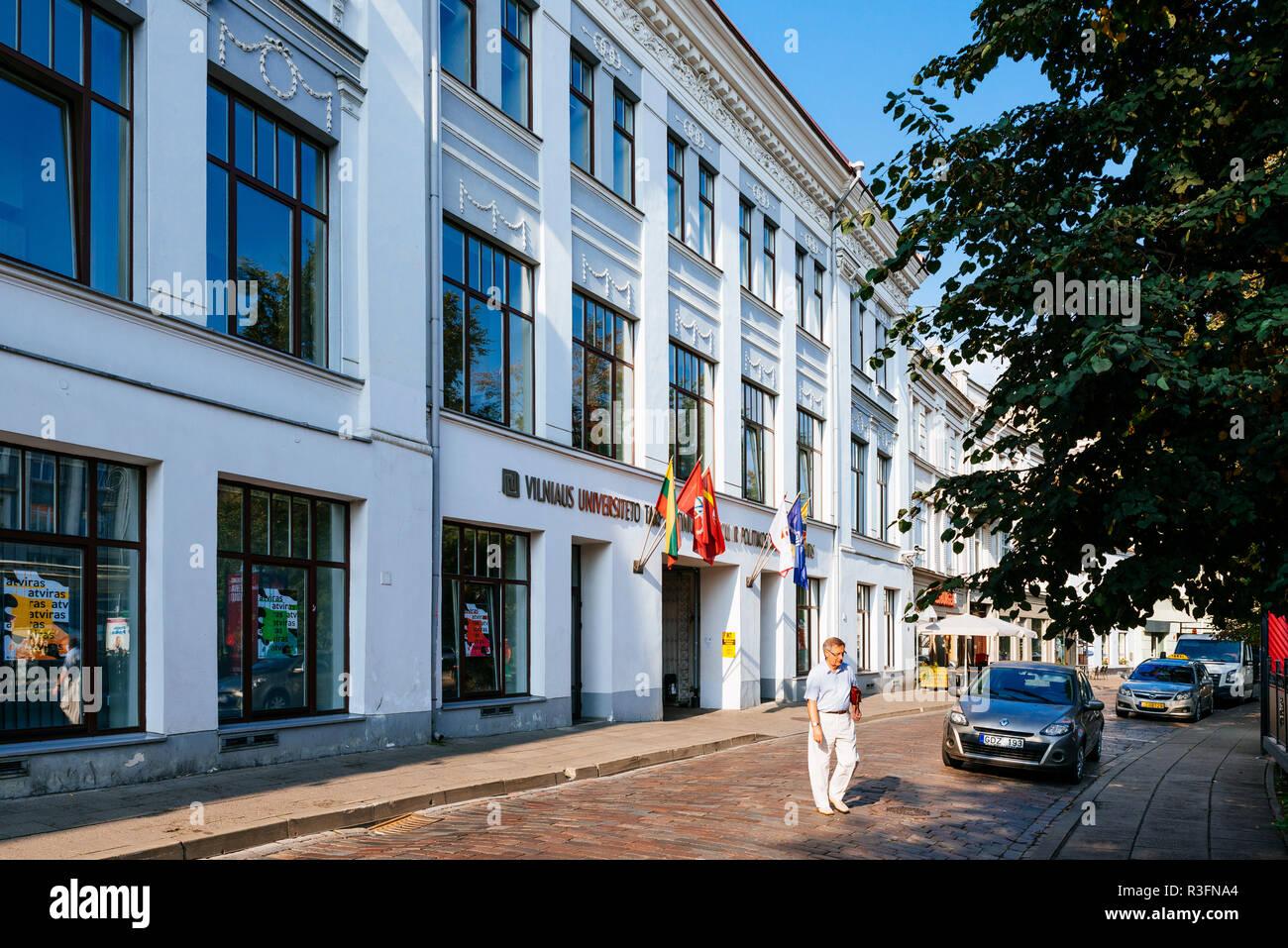 Facciata, Istituto di Relazioni Internazionali e scienze politiche. Università di Vilnius. Vilnius, Contea di Vilnius, Lituania, paesi baltici, Europa. Immagini Stock