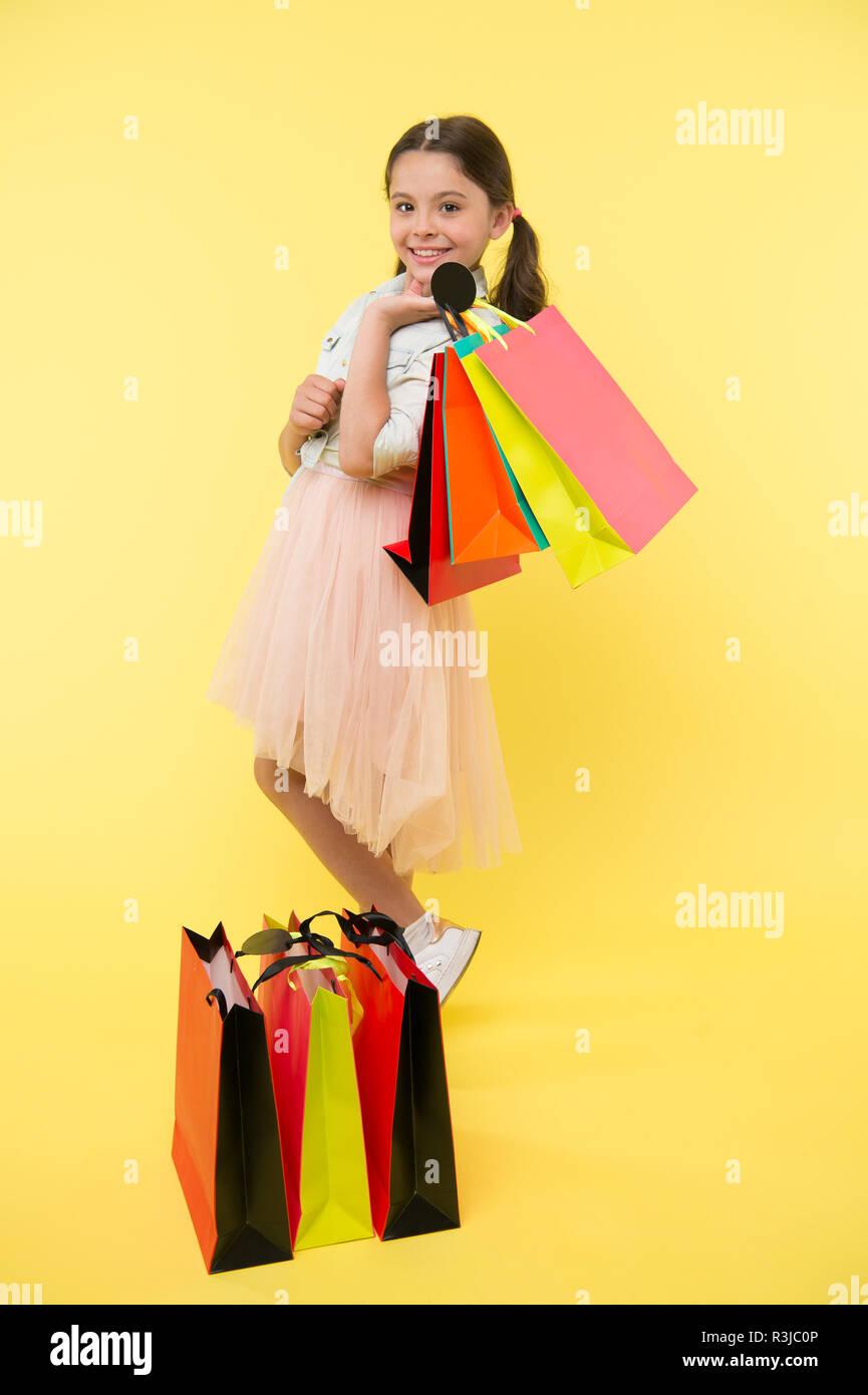 Prepararsi per la stagione Scuola di acquistare forniture cartoleria vestiti in anticipo. Grande scuola Offerte per lo shopping. Stagione Ritorno a scuola grande di tempo per insegnare il budget Immagini Stock