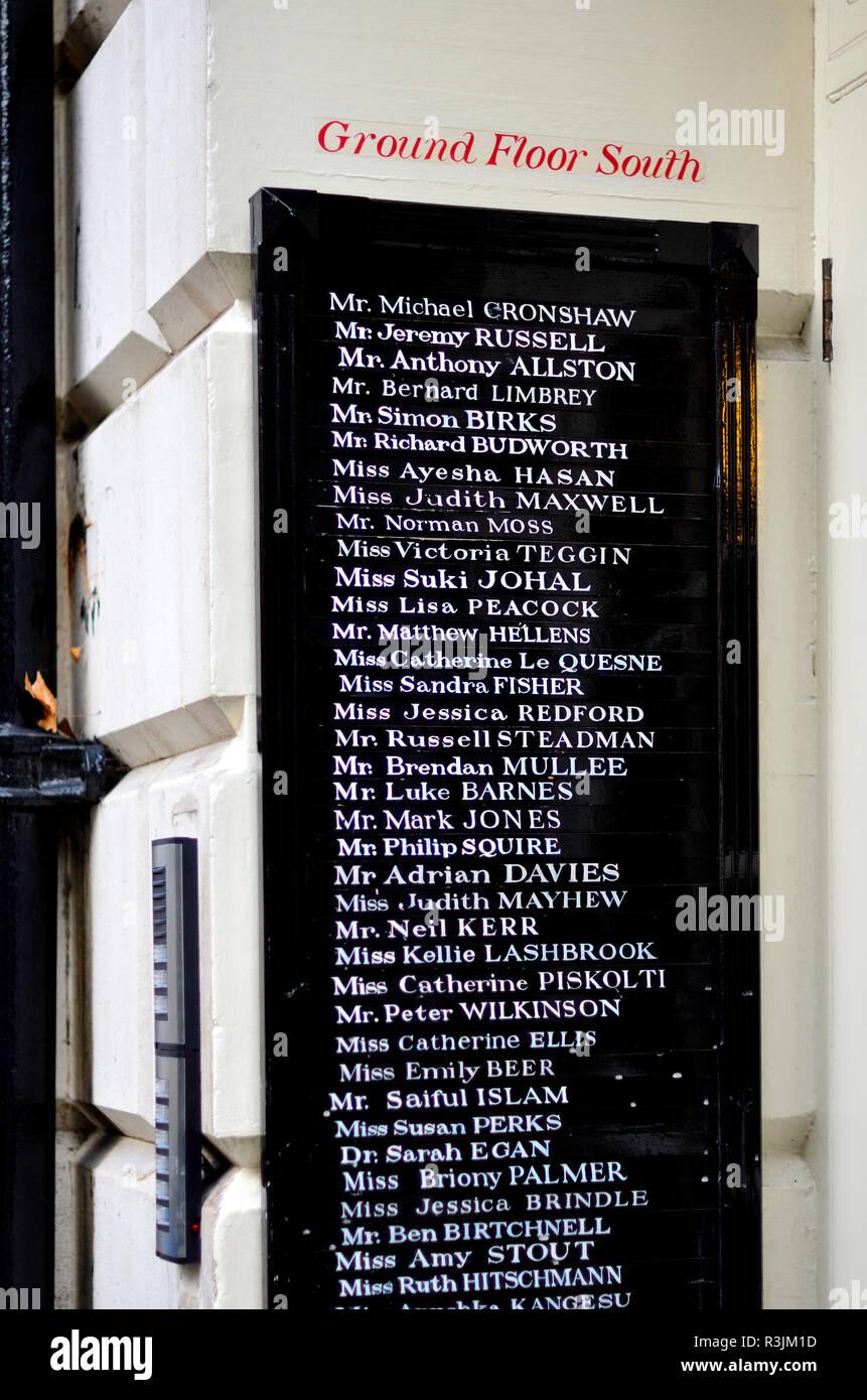 Elenco dei professionisti legali lavora nelle camere in Inner temple di Londra, Inghilterra, Regno Unito. Immagini Stock