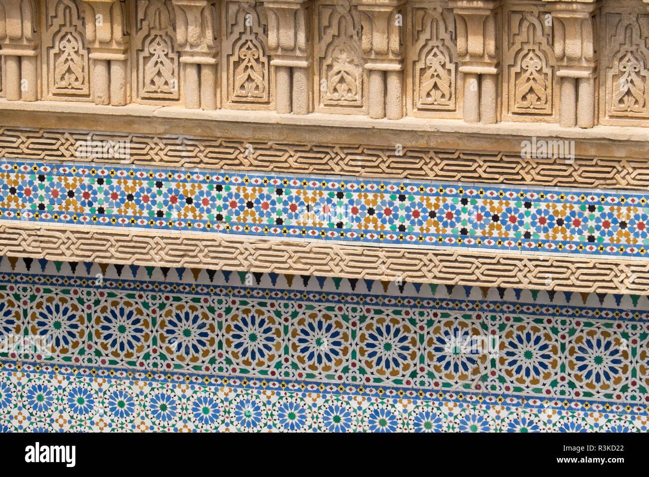 Il marocco vivacemente colorato zellige piastrelle in ceramica