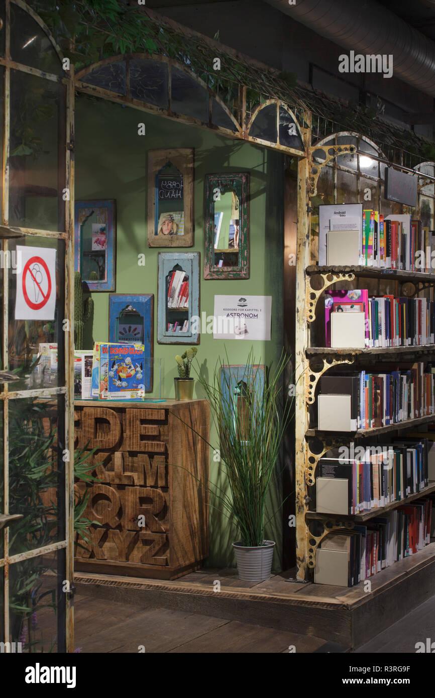 Scaffali E Librerie Per Bambini.Biblioteca Dei Bambini A Scaffali Con Antica Serra Style Raccordi E