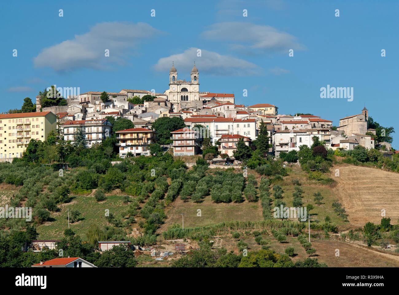 San Valentino In Abruzzo Citeriore Al Centro Spicca La
