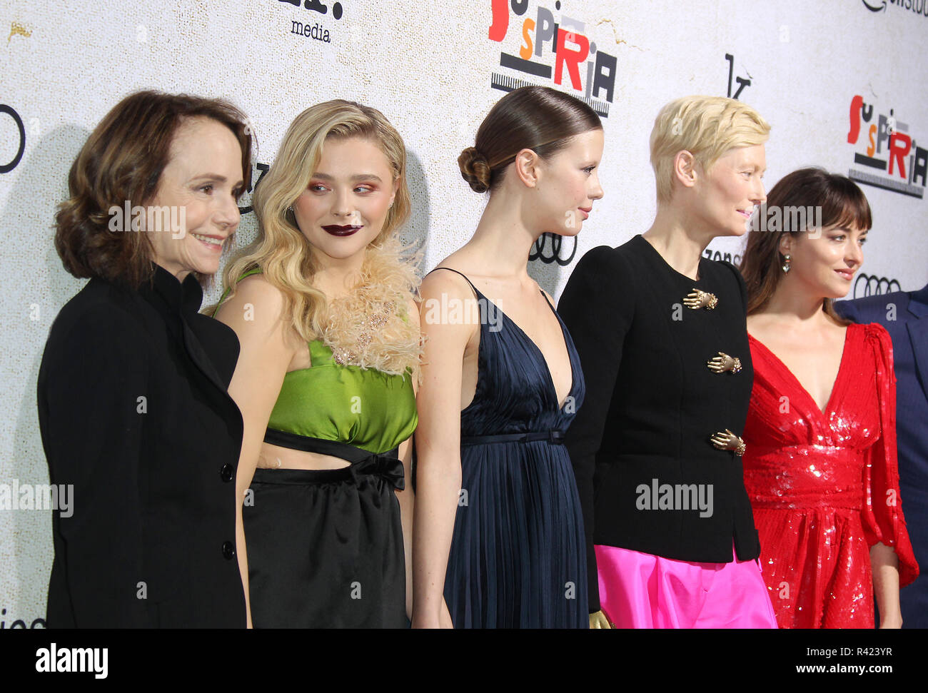"""Suspiria"" Los Angeles Premiere detenute al Arclight cinema di Hollywood cupola in Los Angeles, California. Dotato di: Jessica Harper, Chloe Grace Moretz, Mia Goth, Tilda Swinton, Dakota Johnson dove: Los Angeles, California, Stati Uniti quando: 24 Ott 2018 Credit: Adriana M. Barraza/WENN.com Foto Stock"