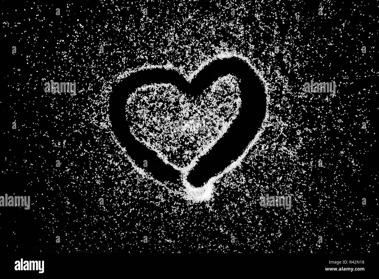 Amore Il Simbolo Del Cuore Di Disegno Da Dito Sul Sale Bianco In