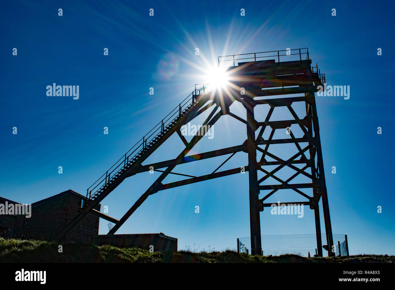 Mine Shaft Cornwall Immagini   Mine Shaft Cornwall Fotos Stock - Alamy f2ce2d6b10eb