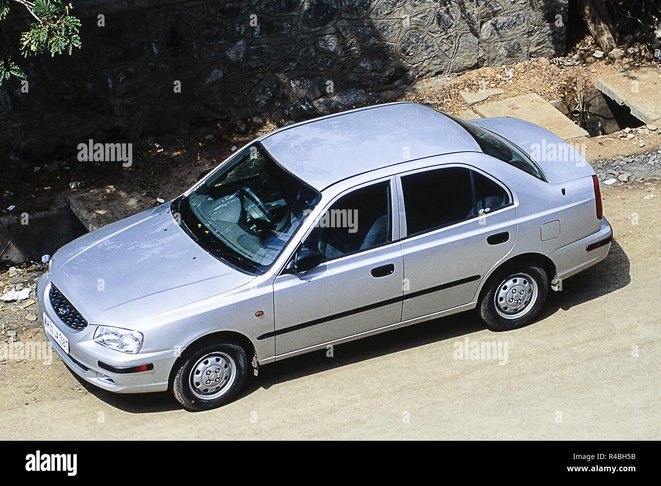 Vista della Hyundai Accent auto parcheggiate su strada, Mumbai, India, Asia Immagini Stock