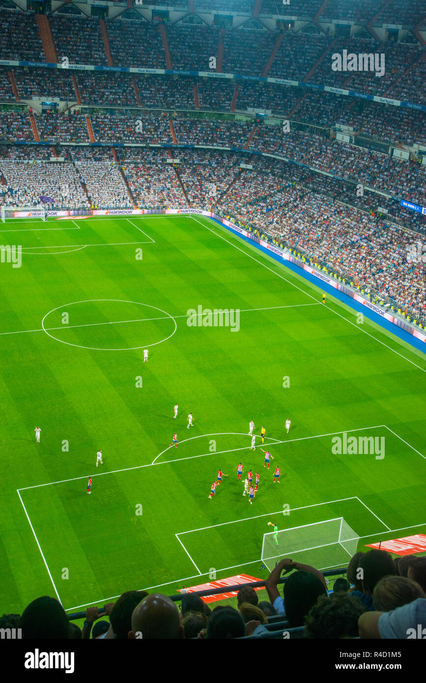 Real Madrid contro l'Atletico de Madrid football match. Santiago Bernabeu, Madrid, Spagna. Immagini Stock
