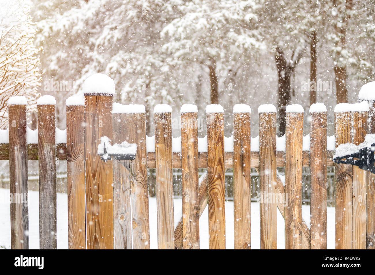 Staccionata Bianca In Legno recinzione di legno chiusa a chiave immagini & recinzione di