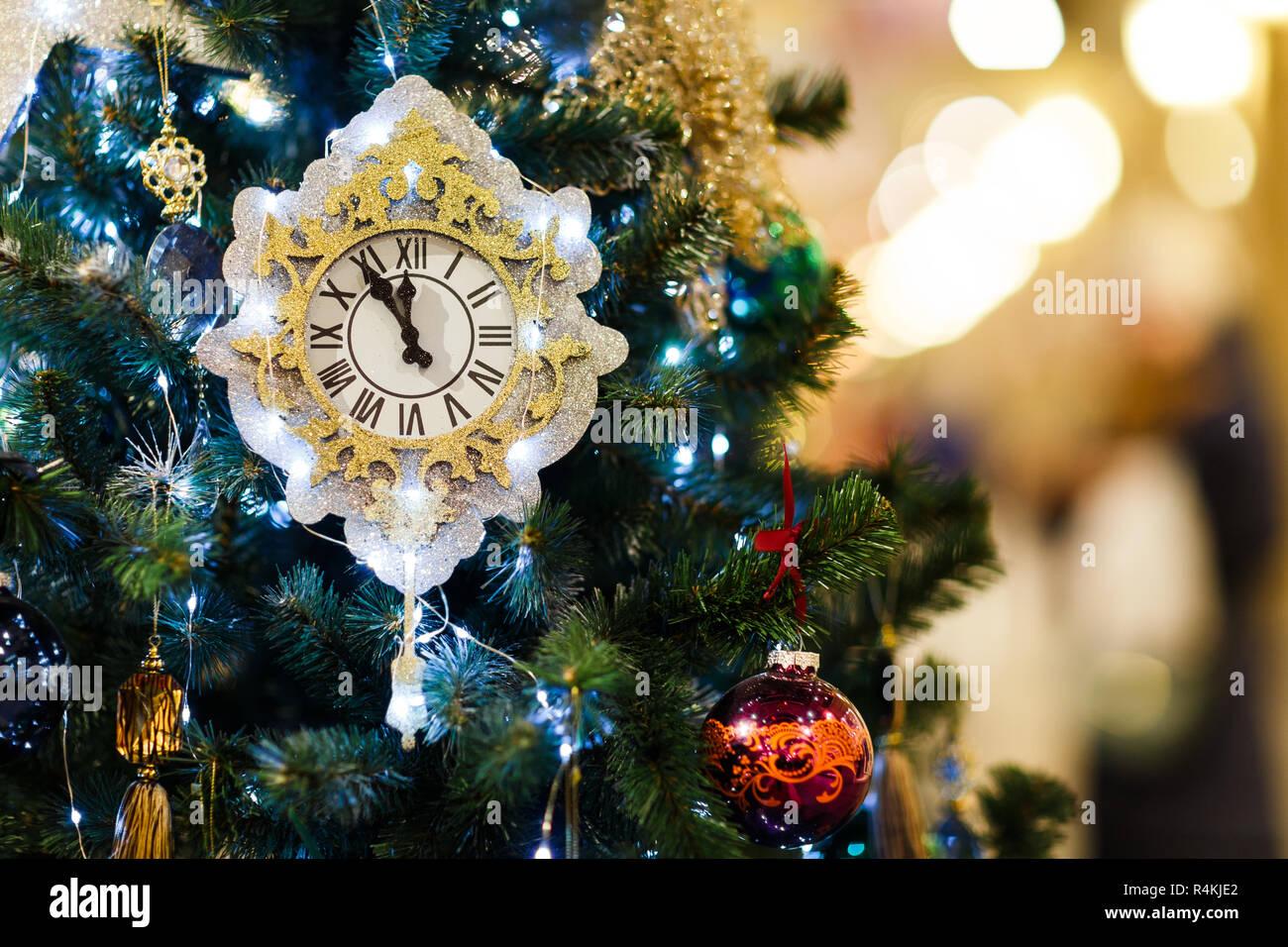 Albero Di Natale Con Decorazioni Blu : Immagine dell albero di natale decorato con orologio palle blu in