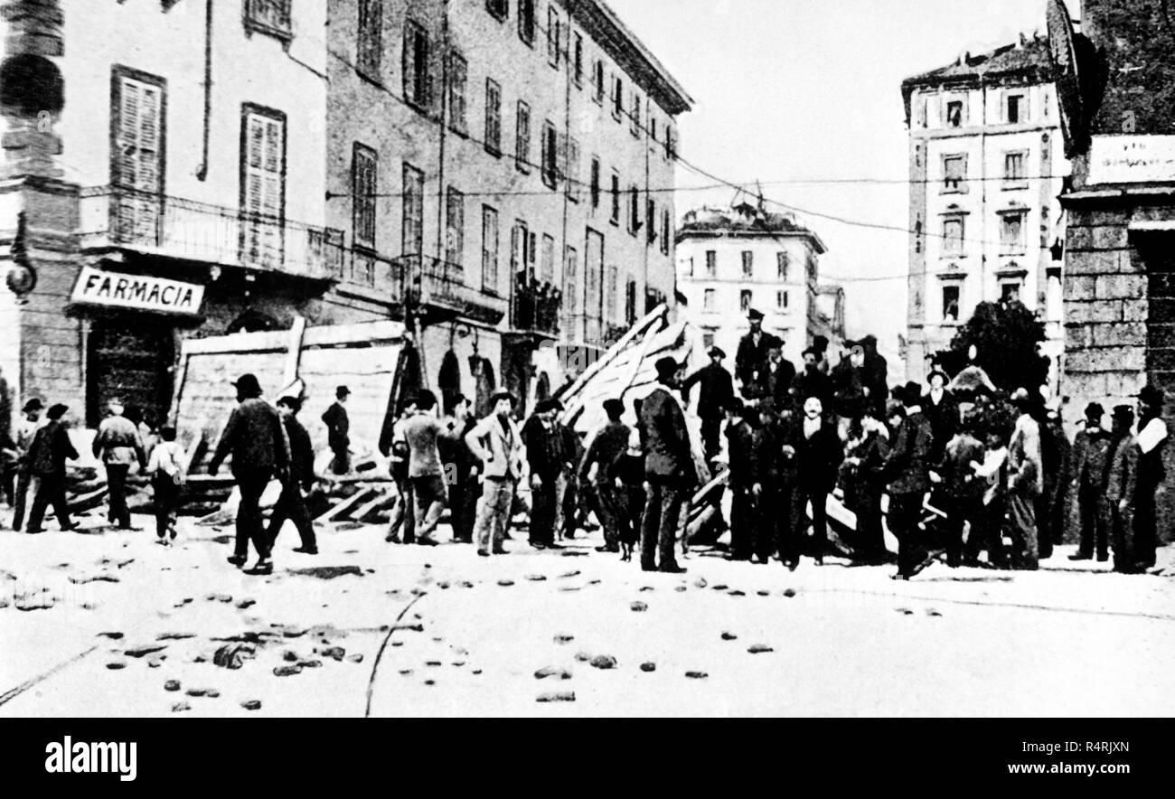 Le barricate di rivolta prima della repressione del generale fiorenzo Bava Beccaris, Milano, 1898 Immagini Stock