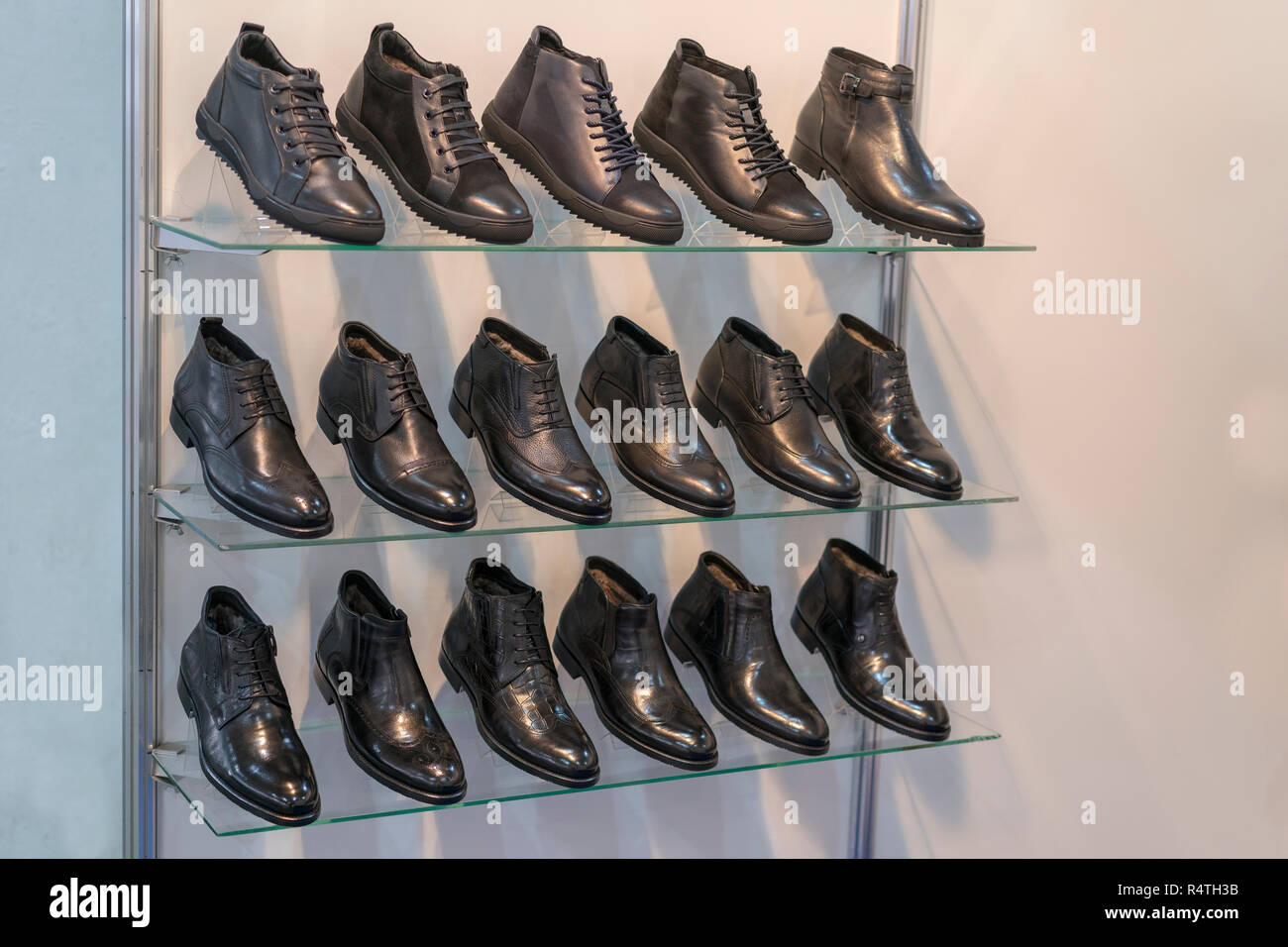 Background Shoes On Shelves Shop Immagini & Background Shoes