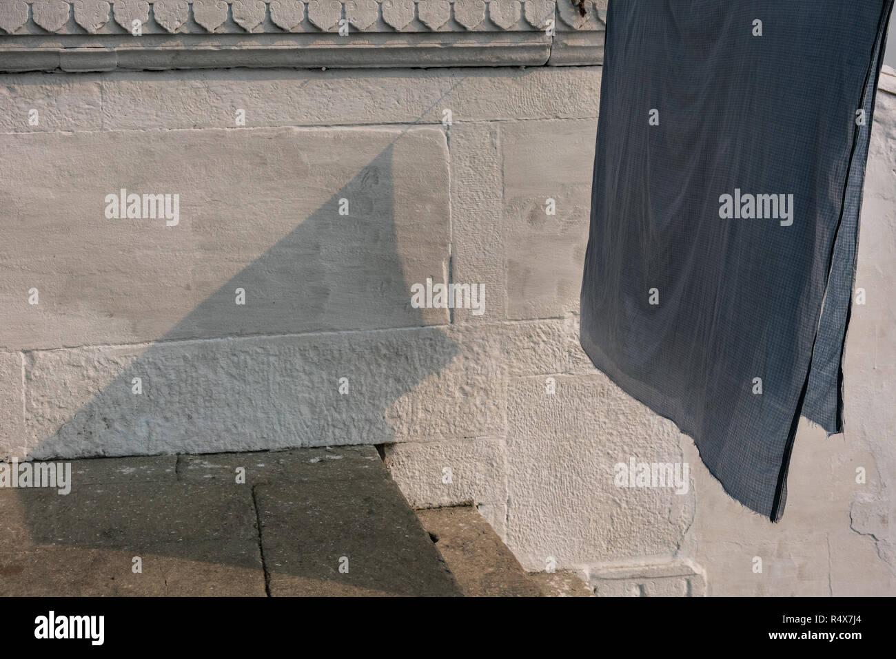 Immagini di arte trovati nelle attività quotidiane della vita mentre si cammina per il quartiere corsie di Varanasi (India). Immagini Stock
