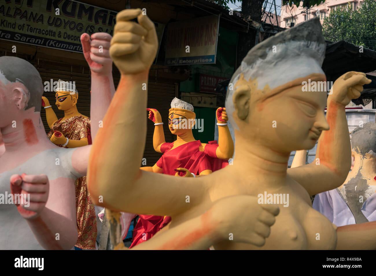 Immagini di arte trovati nelle attività quotidiane della vita mentre si cammina per il quartiere corsie di Calcutta, in India. Immagini Stock