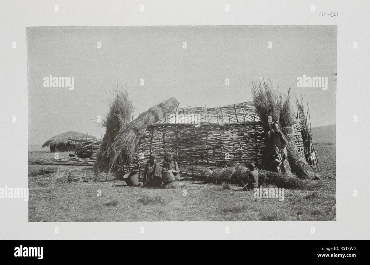 Un Pondo capanna. L'essenziale Kafir ... Con un centinaio di full-page illustrazioni dall'autore. Londra : Adam & Charles Black, 1904. Fonte: 10096.h.20 piastra 93. Autore: Kidd, Dudley. Immagini Stock