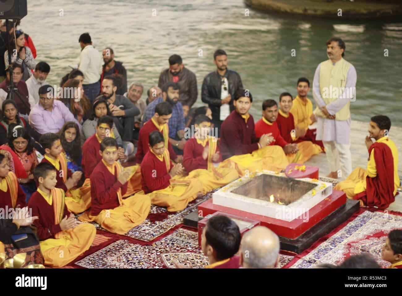La Ganga Aarti a Paramarth Niketan, Rishikesh Immagini Stock