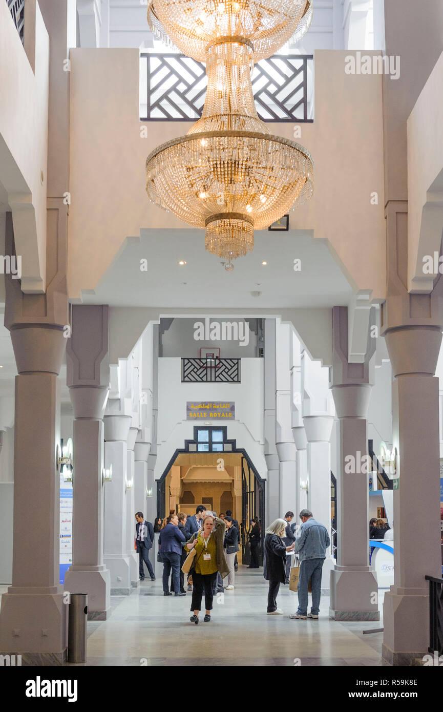 28-02-15, Marrakech, Marocco. L'interno del Palais de Congres con delegati a una conferenza. Foto © Simon Grosset Immagini Stock