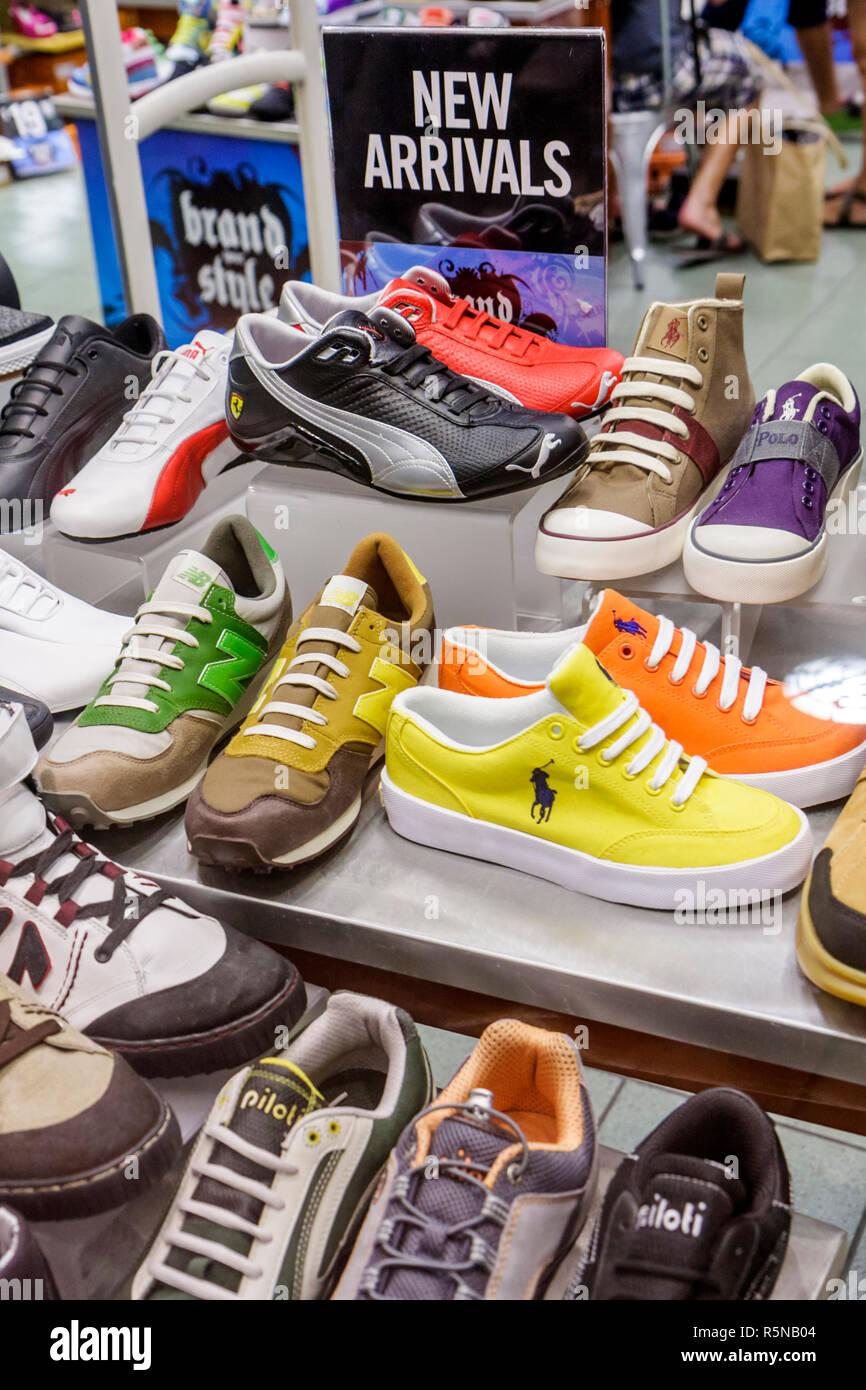 650baa2132680 Miami Beach Florida Lincoln Road Mall pedonale shopping store business uomo  Calzature scarpe Puma Polo marche