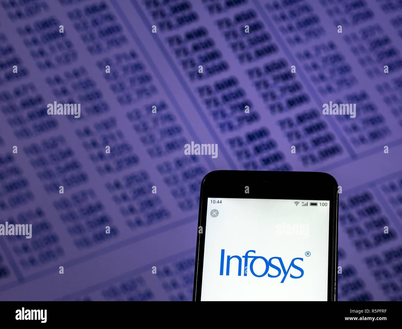 Kiev, Ucraina. 2° dic, 2018. Infosys visto il logo visualizzato sul telefono intelligente. Credito: Igor Golovniov SOPA/images/ZUMA filo/Alamy Live News Immagini Stock