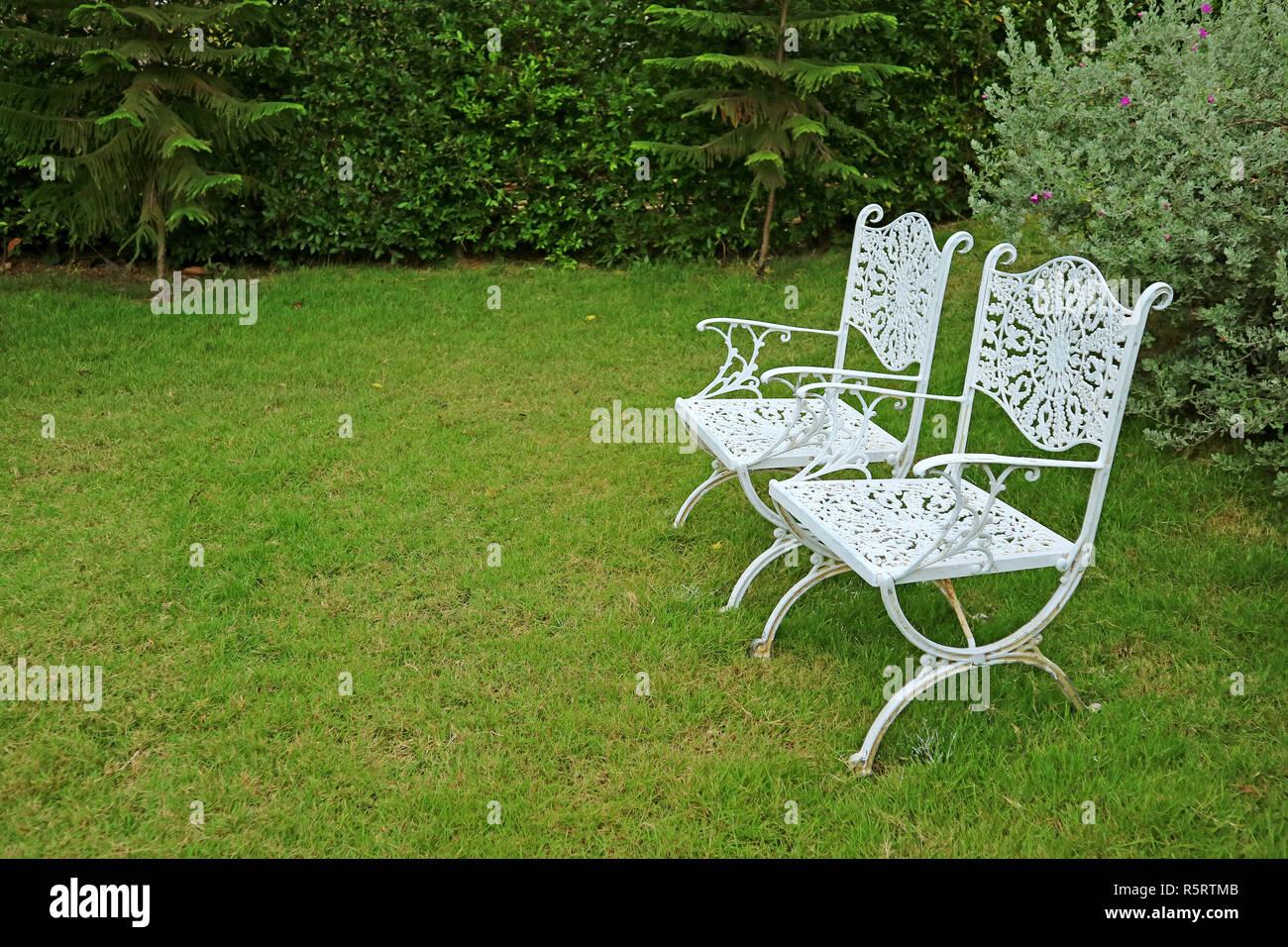 Sedie In Ferro Battuto Usate : Coppia di stile vintage colorate di bianco sedie in ferro battuto